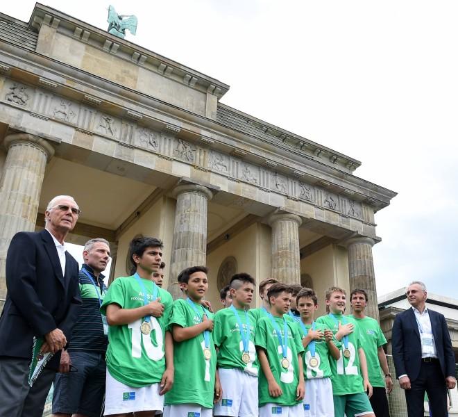 AGT_football